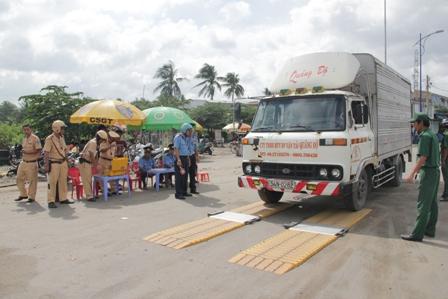 Tp. Hồ Chí Minh và những hạn chế giảm lượng xe chở quá tải
